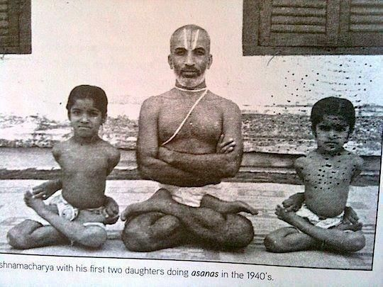 Krishnamacharya-with-students.jpg